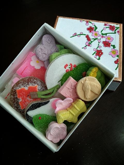 日本橋人形町には老舗名店が多いがその中でも壽堂さんの和菓子はとてもおしゃれで可愛いい。