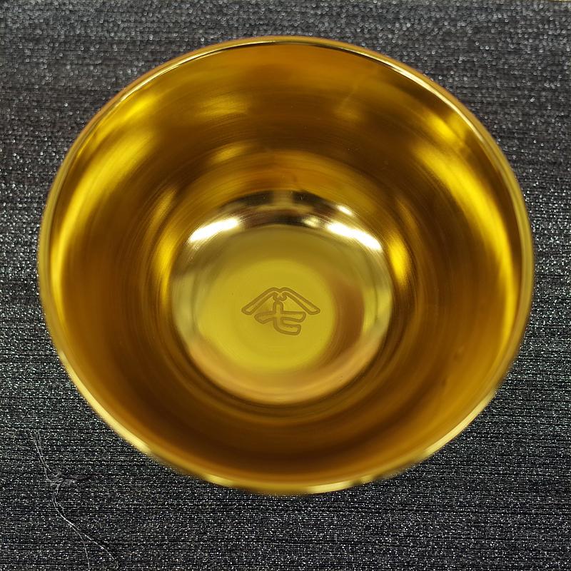 丼屋七兵衛さんで食事をしてポイントが溜まると黄金比率で制作された黄金のどんぶりがもらえた。