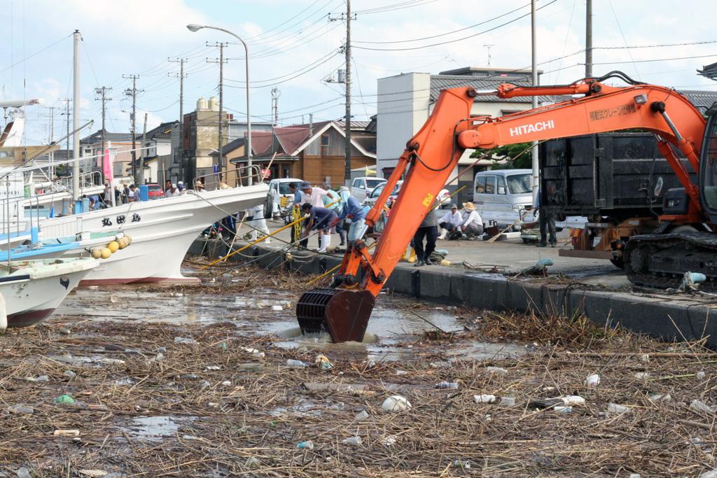 鬼怒川の堤防決壊で銚子にごみ漂着「想像以上」